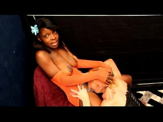 Mistress jeni lynn and tessakitty girl on girl fj and rug munch