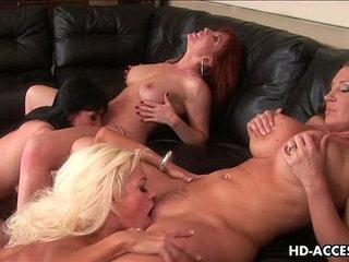 Extreme four way lesbian fun